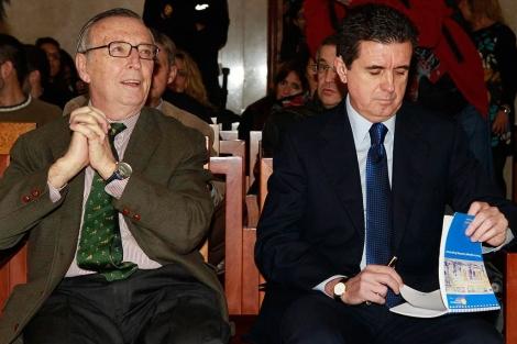 El periodista Antonio Alemany y el ex presidente del Govern Jaume Matas en la sala de vistas | Pep Vicens