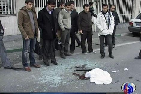 Restos tras el atentado en Teherán. Vídeo de Al-Alam TV.| Reuters