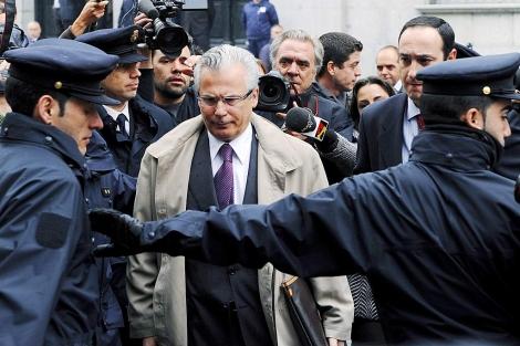 Baltasar Garzón en la entrada del Supremo el pasado mes de abril. | Afp