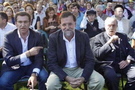 Feijóo, Rajoy y Fraga, en la inauguración del curso político en Soutomaior en 2009. | Efe