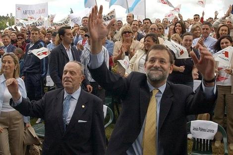Fraga, con Rajoy, en una de las famosas romerías del PP. | Efe