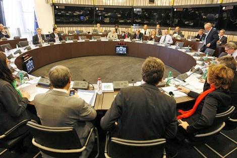 Un momento de la reunión del colegio de comisarios.| Reuters