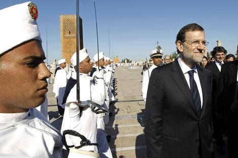Mariano Rajoy, durante la visita al mausoleo de Hasan II. | Efe
