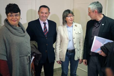Soneira (PSdeG), Balseiro (PP), la conselleira Quintana y Lobeira (BNG).   Efe
