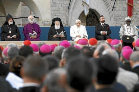 Distintos líderes religiosos, en un encuentro celebrado en 2011 en la villa de Asís (Italia).