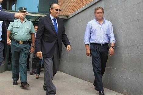 Fabra, saliendo de Juzgado de Nules.   Eugenio Torres