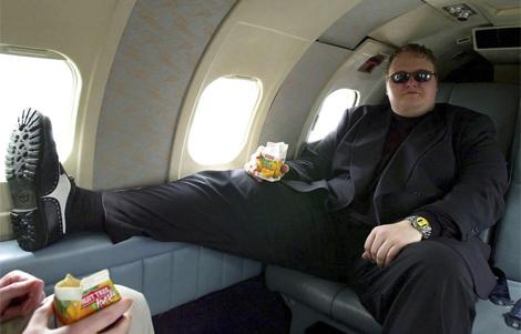 Kim 'Dotcom', en su avión privado. | EL MUNDO MÁS FOTOS
