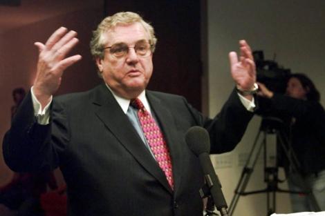 Robert Benent, en 1998, durante el juicio por el 'caso Lewinski'.   EL MUNDO