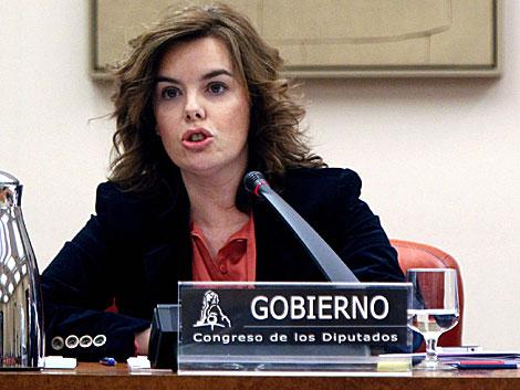 La vicepresidenta, Soraya Sáenz de Santamaría, en la Comisión Constitucional.   Efe