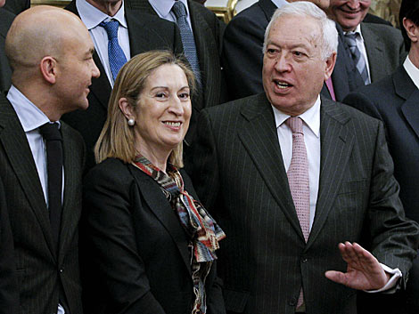 Margallo, ayer, con Pastor en la reunión con importantes empresarios españoles. | Efe