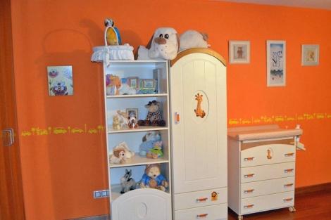 Dormitorio infantil minimalista con mobiliario multifundional.   ELMUNDO.es