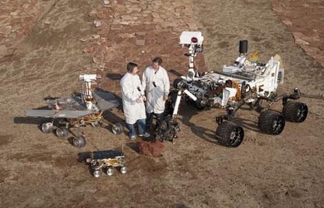 Las tres generaciones de 'rover' de la NASA: 'Sojourner' (el más pequeño), 'Opportunity' y 'Curiosity' (d). | NASA
