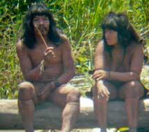 Indígenas mashco-piro, uno con el rascador.  D. Cortijo