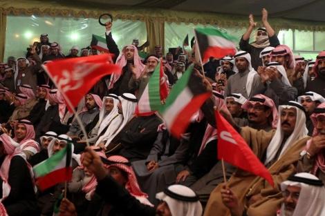 Partidarios de la oposición, durante un mitin político en Kuwait. | Afp