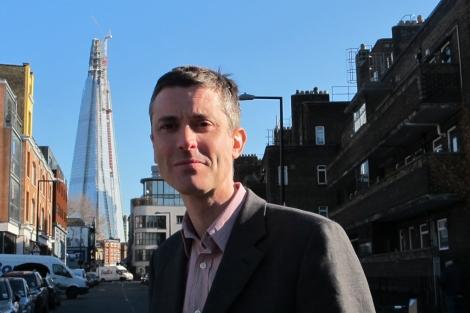 Duncan Exley, jefe de campaña de One Society, con el Shard al fondo. | C.F.