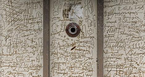 Las inscripciones de uno de los enfermos. | Xosé Reigosa