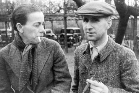 Brecht junto a su esposa, Helen Weigel. | ELMUNDO.es