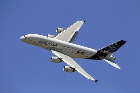 Uno de los Airbus A380 de Emirates.   Afp