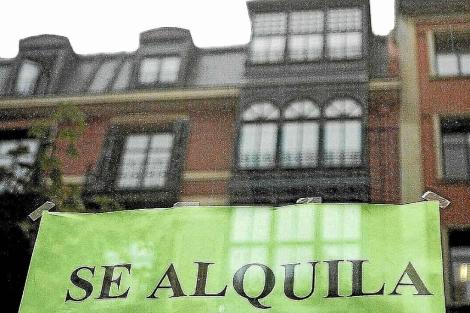 Cartel de una vivienda en alquiler en el País Vasco. | Mitxi