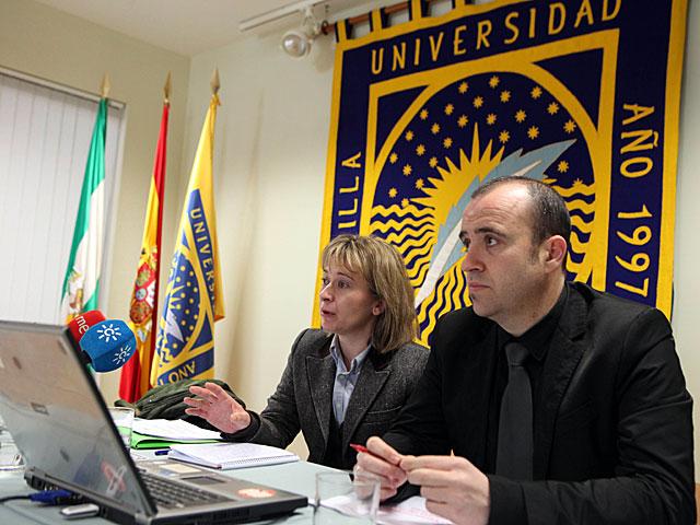 La directora del Capdea, Carmen Ortega, presenta la encuesta de la UPO. | J. Morón