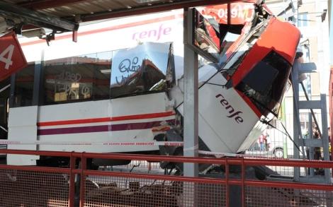 Estado en el que ha quedado el tren.   Marga Cruz
