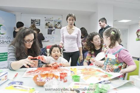 Las ilustraciones son 'obra' de los propios niños de la fundación. | Santi Vidal