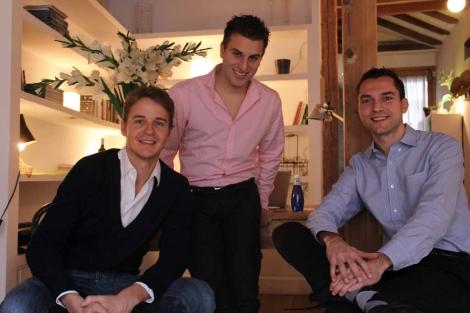 Los cofundadores de Airbnb, N. Blacharczyk y B. Chesky, y el responsable en España, Kay Kuehne. | J. A. N.
