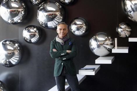 Joaquín Torres posa en el IVAM ante su obra | José Cuéllar