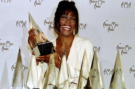 Houston, con los siete Grammy logrados en 1994, el año de 'El Guardaespaldas'. | Reuters
