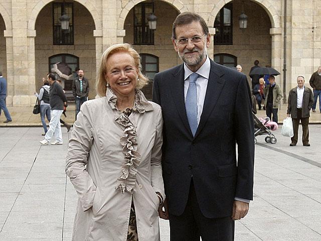 'Cherines', con Mariano Rajoy, en Avilés durante la campaña electoral. | Efe