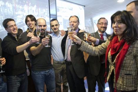 Brindis en la Universidad de Vigo para celebrar el lanzamiento, | Efe