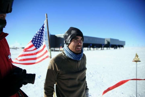 El físico Carlos Pobes, en la base Amundsen-Scott en la Antártida.   UZ