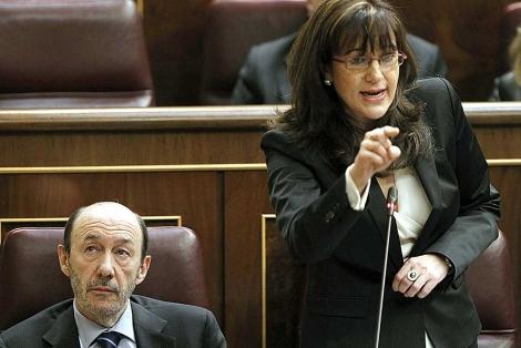 Rubalcaba y la portavoz socialista en el Congreso, Soraya Rodríguez. | Efe