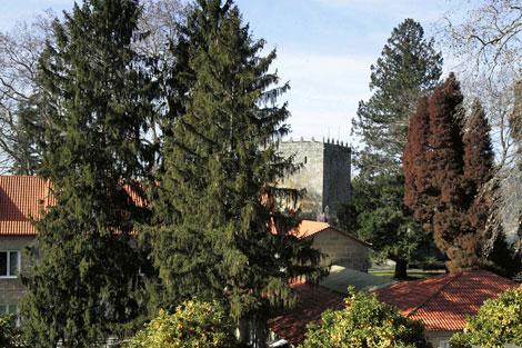 Los jardines rodean una fortaleza del siglo XII. | Rosa González