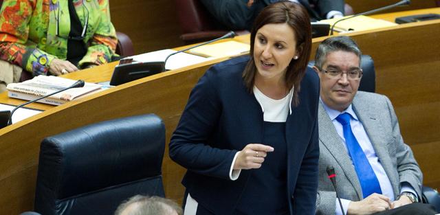 La consellera de Educación, María José Catalá, en el pleno de las Cortes. | Benito Pajares