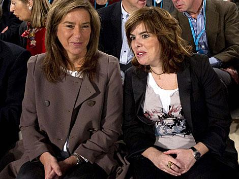 Mato y Sáenz de Santamaría en la primera reunión de la Ejecutiva del PP.   Efe