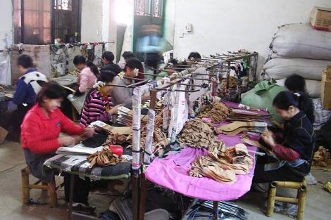 Trabajadores chinos en una fábrica de Zhejiang.   J. P. Cardenal