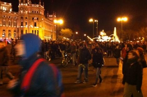 Protesta en solidaridad con Valencia por el centro de Madrid. | José A. Navas