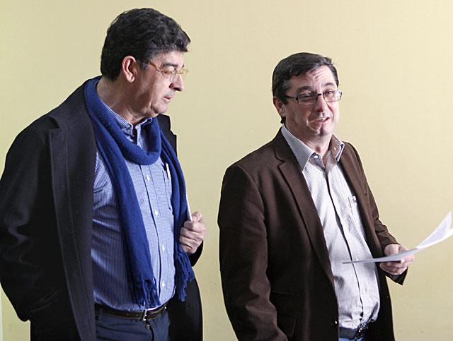 Diego Valderas con el diputado por Sevilla en el Congreso, José Luis Centella.