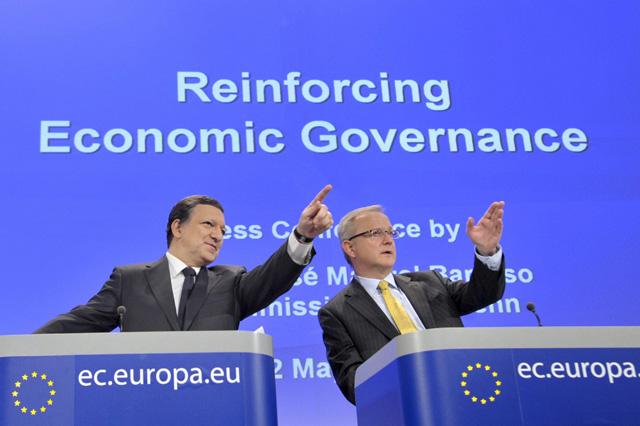 José Manuel Durao Barroso (izq.) y el comisario de Asuntos Económicos, Olli Rehn. | EL MUNDO