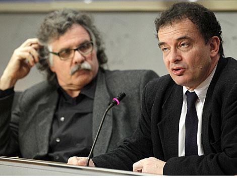 El republicano Bosch, en rueda de prensa observado por su compañero Tardà. | Efe
