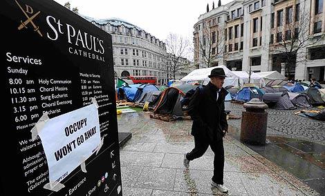 Imagen del campamento frente a St. Paul's. | Reuters