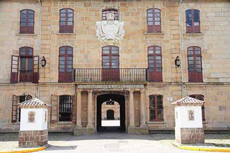 Fachada principal del cuartel de Dolores, en Ferrol. | Turgalicia