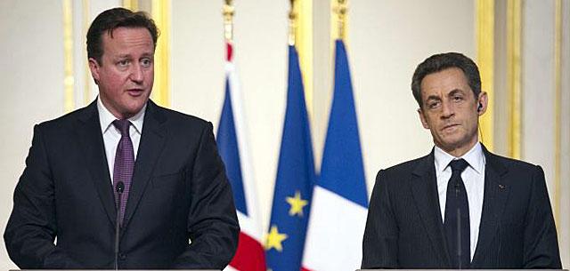 David Cameron (izda.) y Nicolas Sarkozy, en una reciente encuentro en París. | Afp