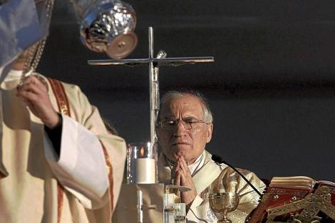 El cardenal Rouco Varela, durante la celebración de una misa.   Alberto di Lolli
