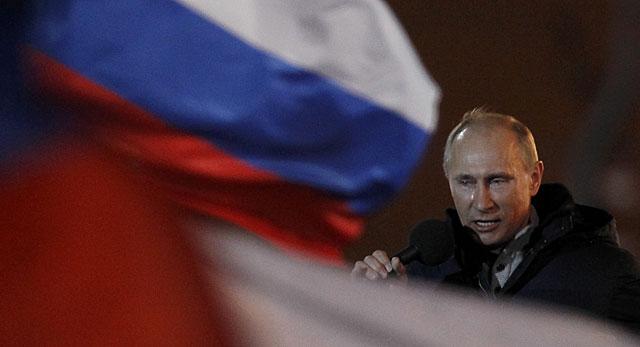 Putin, con lágrimas en los ojos, se dirige a sus partidarios esta noche.   Reuters