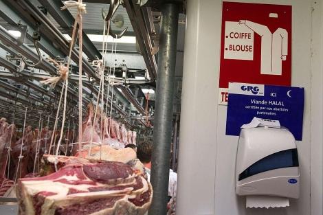 Un almacén de carne, en los alrededores de París, especifica que es 'halal'.   Afp