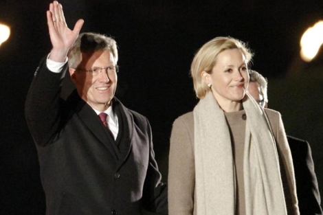 Christian Wulff junto a su esposa, Bettina Wulff, en el acto celebrado en Berlín. | Reuters