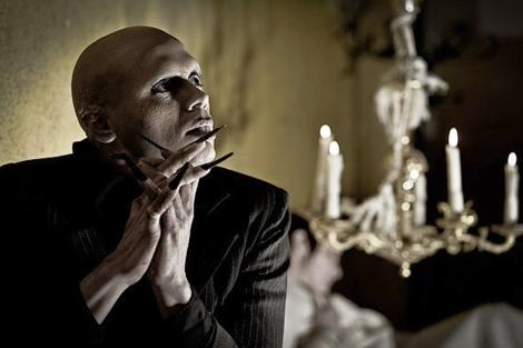 Nosferatu (interpretado por Rafa Maza) posando para Dibujo Madrid. Foto: Carlos Mendoza