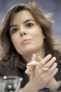 Sáenz de Santamaría en la rueda de prensa posterior al Consejo de Ministros.   A. Di Lolli